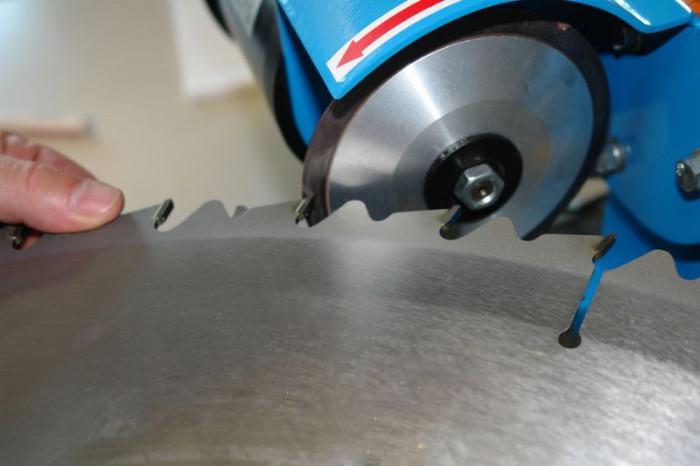 Affûteuse de lame de scie GSS 700 P