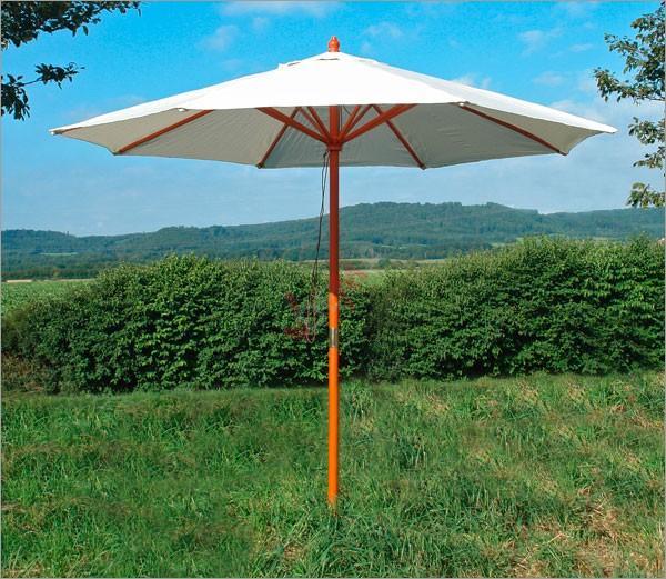 Parasol en bois blanc-beige d´une envergure de 2,80 m