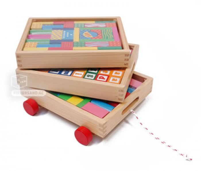 Voiture bois à traîner 3 étages cubes différentes formes