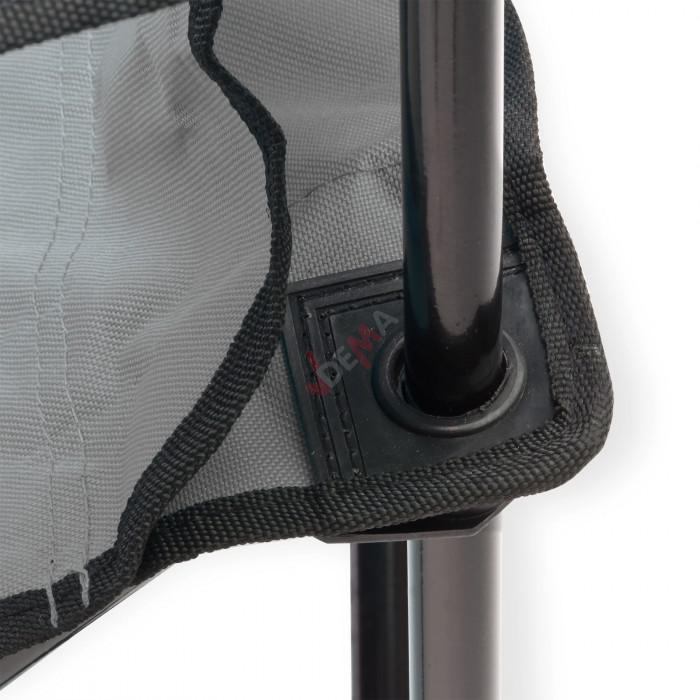 Chaise pliante grise avec porte-boissons